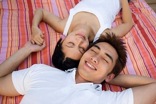 chồng yếu sinh lý vợ phải thông cảm động viên chồng