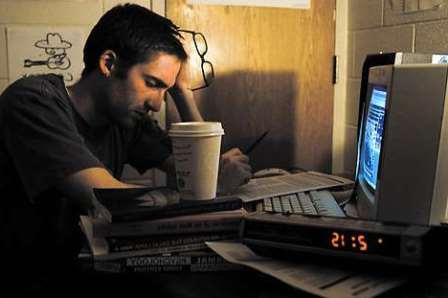 thức khuya là thói quen xấu gây yếu sinh lý nam