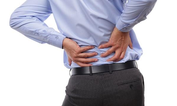 Đau lưng thường xuyên là dấu hiệu của bệnh thận yếu, cảnh báo các vấn đề về thận