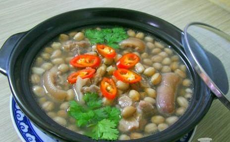 Món canh đuôi heo nấu đậu phộng bổ dưỡng giúp trị chứng thận yếu đơn giản