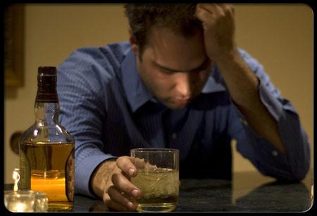 Dùng rượu bia, thuốc lá và các chất kích thích khác dễ gây rối loạn cương dương