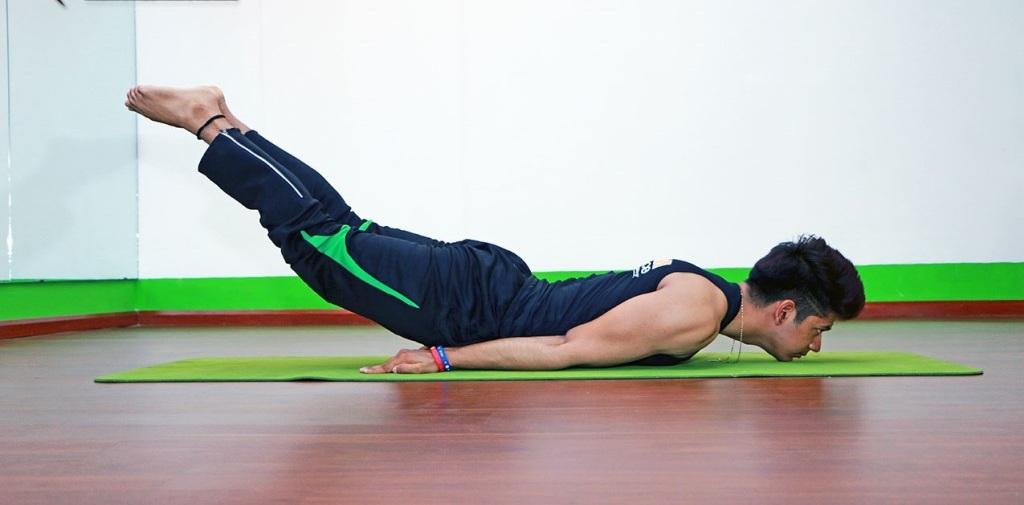 Tư thế châu chấu - bài tập Yoga tăng cường sinh lý