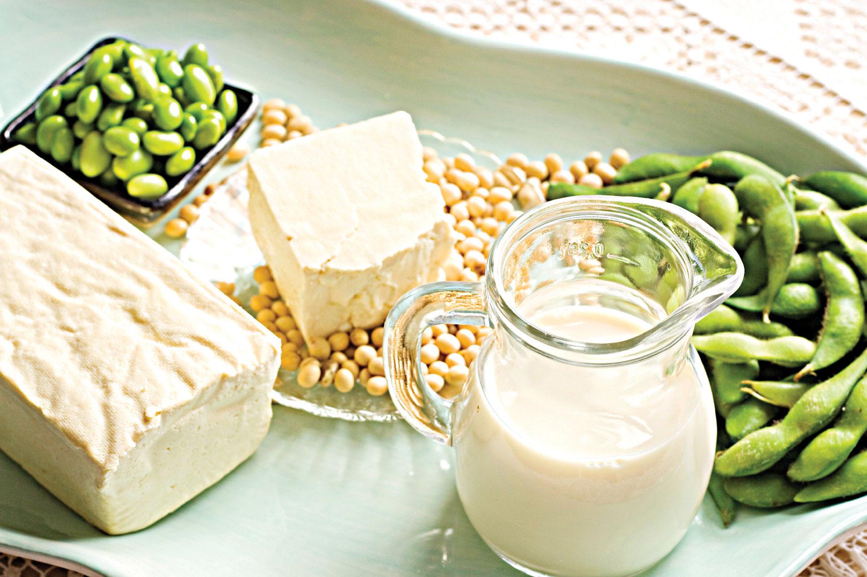 Đậu nành nằm trong những món ăn làm yếu sinh lý