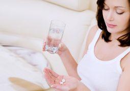 Lưu ý khi dùng các loại viên uống thảo dược giúp làm chậm quá trình mãn dục nữ