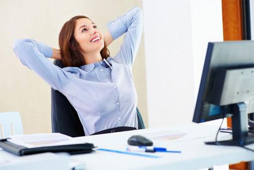 Biết cách cân bằng công việc và nghỉ ngơi cũng giúp ích rất nhiều để khắc phục mãn dục nữ
