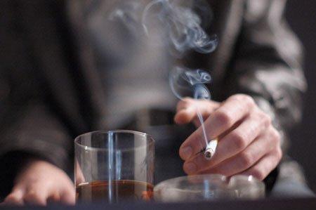 Hút thuốc lá là thói quen xấu gây rối loạn cương dương