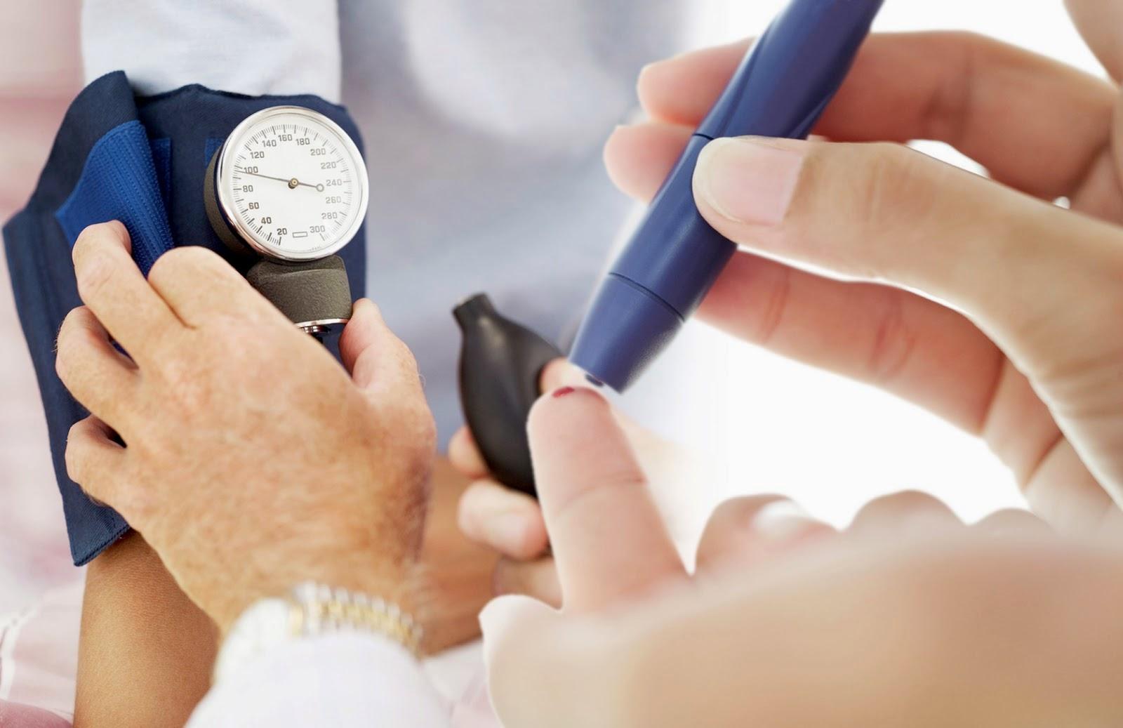 Người bệnh tiểu đường dễ bị suy thận, do đó cần kiểm soát tốt lượng đường trong máu bình thường
