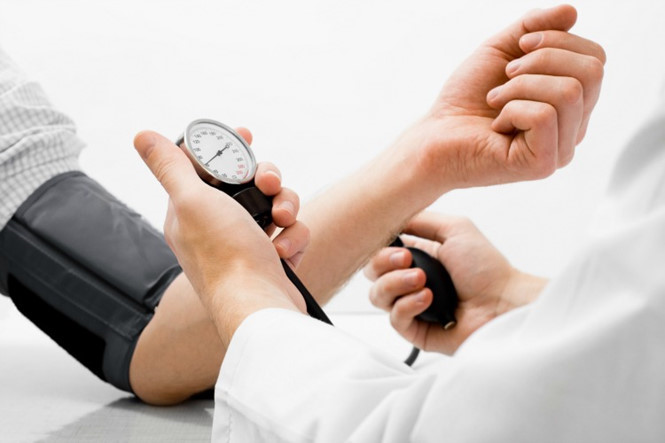 Kiểm soát huyết áp là nguyên tắc điều trị suy thận cấp độ 1