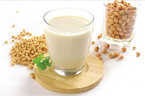 """Sữa đậu nành cũng là """"thủ phạm"""" khiến chức năng sinh lý nam suy giảm"""