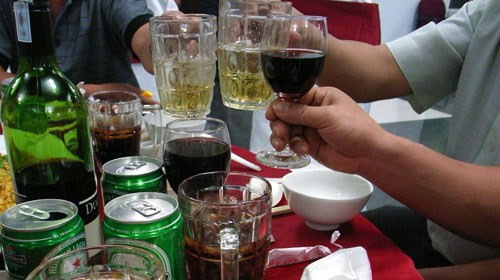 Tránh xa rượu bia nếu không muốn bị yếu sinh lý