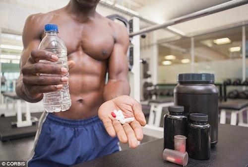 Lạm dụng thuốc tăng cơ bắp khi tập gym có thể gây yếu sinh lý