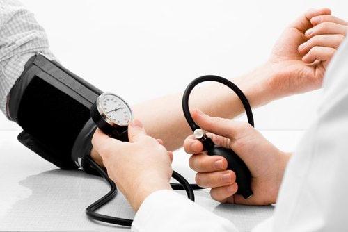 Bị hội chứng thận hư cần thường xuyên theo dõi sức khỏe và tái khám định kỳ