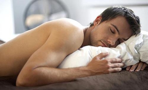 Thường xuyên mộng tinh khi ngủ có phải bị yếu sinh lý không?