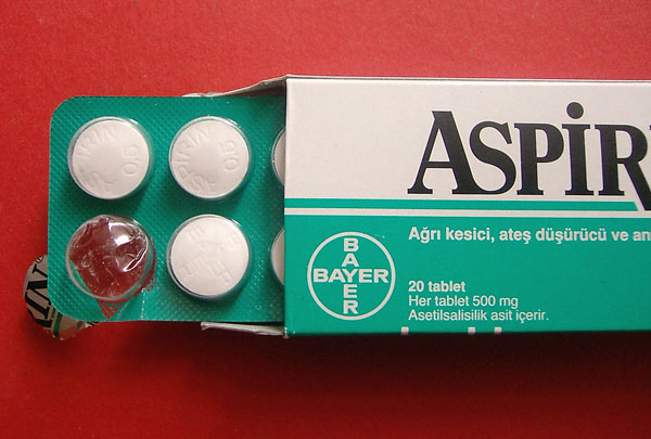 Đau lưng thận không được tùy tiện dùng thuốc giảm đau