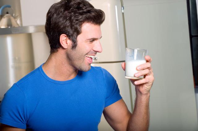 uống sữa đậu nành có bị nữ hóa không