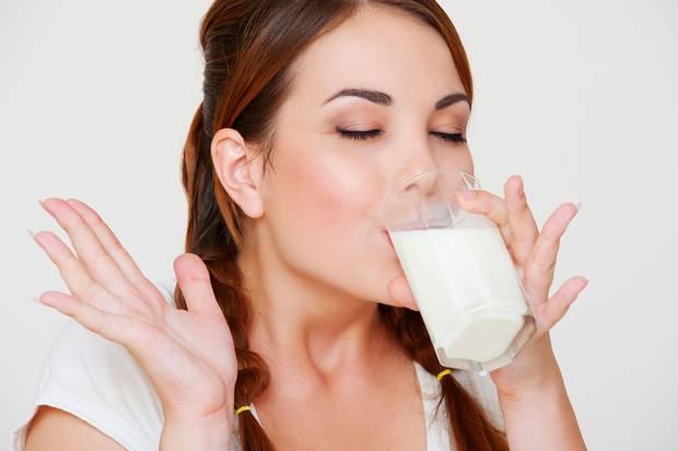 phụ nữ uống nhiều sữa đậu nành có tốt không