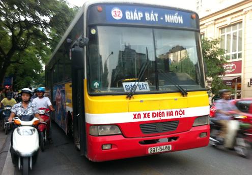 Bệnh viện Bạch Mai đi xe bus bao nhiêu