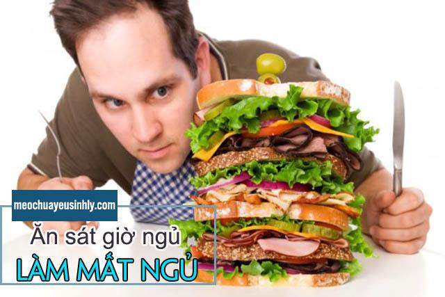 Tránh ăn trước khi ngủ giúp khắc phục việc thức khuya để giảm yếu sinh lý