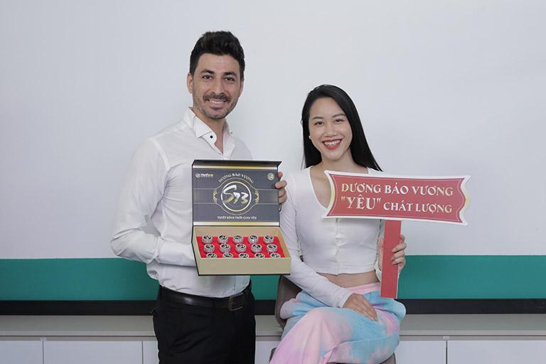 Cặp đôi anh Hamid Reza và chị Huế Nguyễn tin dùng combo sinh lý S73 Plus Dương Bảo Vương